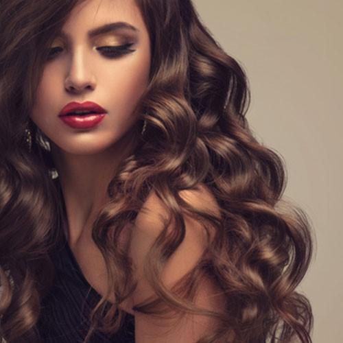 Prodloužení svých vlasů s kudrnaté Clip In příčesky